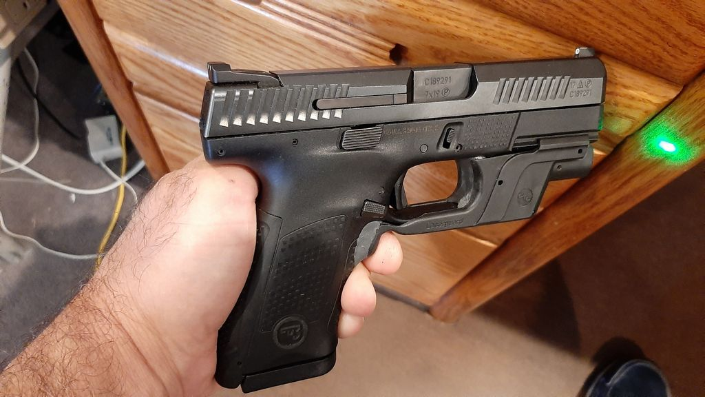 Glock 19 CT green laser adapted to CZ P10C pistol